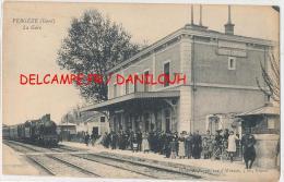 30 // VERGEZE   La Gare    Vue Intérieure   ANIMEE   Arrivée Du Train - Vergèze