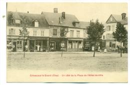 Oise, Crèvecoeur-le-Grand, Un Côté De La Place De L' Hôtel De Ville. - Crevecoeur Le Grand