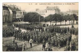 132  LANNILIS 1915. - Rassemblement Sur La Grande Place. - France