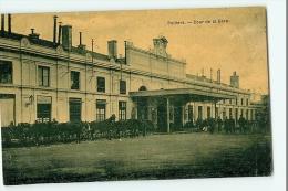 POITIERS - La GARE Extérieure - Cour De La Gare Avec Taxis Chevaux - 2 Scans - Poitiers