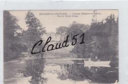 ENVIRONS  D'AVRANCHES (50)Château Chantore En Bacilly,vue Du Grand Etang(couple Sur Une Barque) - Avranches