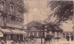 CPA Animée - St NAZAIRE (44)  La Place De La Gare,  Côté De La Rue Thiers (Café Moderne Visible) - Saint Nazaire