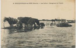 Bricqueville Sur Mer 10 Les Salines Chargement Du Varech Recolte Goemon Sel Sal Salt Edit Legoupil - Autres Communes