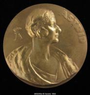 M00358 Reine Astrid De Profil Et écu De La Belgique, Bronze, 156 G. - Royal / Of Nobility