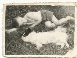 REAL PHOTO, Boy In Shorts Lying In The Grass With The Dog, Garçon En Short Couché Dans L´herbe Avec Le Chien, Photo - Groupes D'enfants & Familles