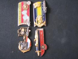 Lot De Quatre Insignes De Promotion Sans Attache - Landmacht