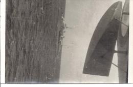 HYDRAVION SURVOLANT UN BATEAU MILITAIRE  Prise Faite De L'avion  11 X 7 Cm - Photographie