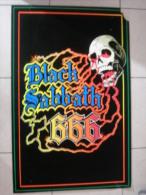 MUSIQUE - POSTER VELOURS & FLUO - BLACK SABBATH - REAGIS A LA LUMIERE NOIRE - 85x54cm - Plakate & Poster