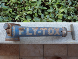 """Pulvérisateur Insecticide """"FLY-TOX"""". - Advertising"""