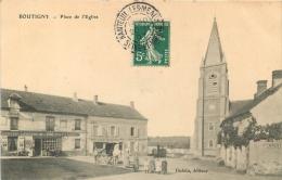 77 BOUTIGNY PLACE DE L'EGLISE - Francia