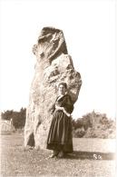 SAINT-PIERRE QUIBERON - Femme En Costume, Près D'un Menhir - France