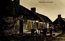 N°34898 -cpa Chaumière Normande - Fermes