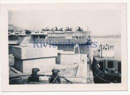 R50 - Porte avions Arromanches - avions sur le pont - photo ancienne