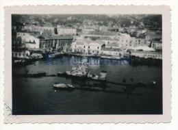 R50 - Vue du port de Toulon avec navire de guerre coul� - janvier 1946 - photo ancienne