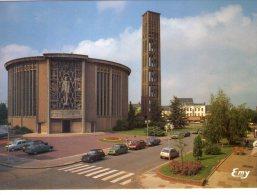 Yvetot..animée..l'Eglise St-Pierre..voitures - Yvetot