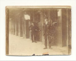 Photo Sur Carton  (9 X 12 Cm) Il Pourrait S'agir De L'intérieur De La Gare De DINANT En 1903 (sf83) - Places