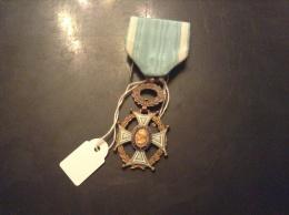 Medaille Ou Décoration Lettres,arts,sciences - Militaria
