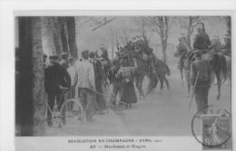 MARNE. AY.REVOLUTION EN CHAMPAGNE.AVRIL 1911.MANIFESTANTS ET DRAGONS - France