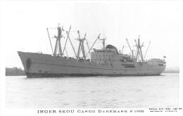 "¤¤  -  Carte Photo D´un Bateau De Commerce  "" INGER SKOU "" Cargo Danois En 1968 - Danemarck  -  ¤¤ - Cargos"