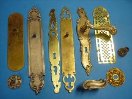 LOT Ferrures Diverses  Plaques,Poignées BRONZE CUIVRE Et LAITON (voir Descriptif ) - Bronzes