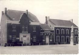 Neerlinter Gemeentehuis En School - Linter