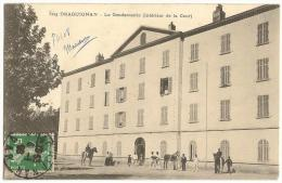 Draguignan  La Gendarmerie  Intérieur De La Cour  Animée  /14824 - Draguignan