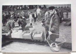 FONTAINES-EN-SOLOGNE (41) - 11/94 - PECHE DE L´ETANG DU MARAIS -M. LECOMTE ET SES BROCHETS - ETAT NEUF - France
