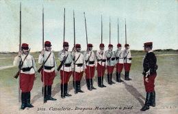 CPA - Militaire - Militaria -  Cavalerie Dragons Manoeuvre à Pied - 3752 - Régiments