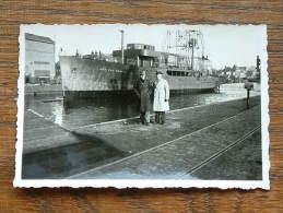 Na De Tewaterlating V/d JAN VAN BRAKEL ( Schip / Bateau / Ship Lengte +/- 60 Mtr.) Foto Afm. 6 X 9 Cm./ Zie Foto´s ! - Photos