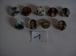 PIN´S -  Lot De 9 Badges - Amy Macdonald - Blink 182 - Miley Cyrus - Timbaland  - Lady Gaga- Sugababes  ( 1 ) Voir Photo - Muziek