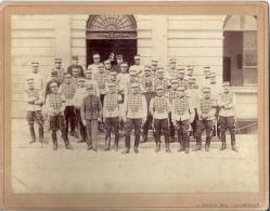 GROUPE HUSSARDS  ?    18 SUR LES COLS    DIFFERENTS  UNIFORMES                PHOTO.L. BICHON  ST GERMAIN   21,5X27,5cm - Guerra, Militari