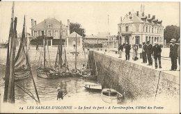 85 - LES SABLES D' OLONNE - T.Belle Vue Du Fond Du Port . A L'arrière Plan , L'Hôtel Des Postes - Sables D'Olonne