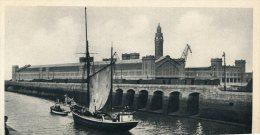 Cpa 50 Cherbourg Gare Maritime Quais A Marée Basse Bateau De Peche - Cherbourg