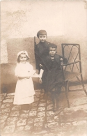 Carte Photo non Situ�e  -  Trois Enfants  -  Petite Fille en Infirmi�re, Petits Gar�ons en Militaires , Fusil    -  ��