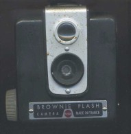 "Kodak - "" Brownie Flash "" Camera - Made In France - Cámaras Fotográficas"