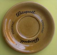 COGNAC BISQUIT - CENDRIER SOUS-TASSE PORCELAINE - DIAMETRE 12,5 cm - 2 SCANS