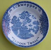 SCHWEPPES INDIAN TONIC - CENDRIER PORCELAINE - Diam�tre : 12 cm - 2 SCANS