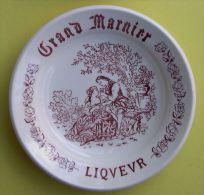 GRAND MARNIER LIQUEUR - GRINDLEY STAFFORDSHIRE ENGLAND - CENDRIER PORCELAINE - Diam�tre : 12 cm - 2 SCANS