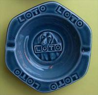 LOTO - CHIEN - CENDRIER PORCELAINE - Dimensions 14 x 13 cm - 2 SCANS