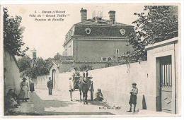 "CPA : BRON - VILLA DU ""GRAND TAILLIS"", PENSION DE FAMILLE - ANIMEE - 1932 - - Bron"