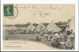 CPA Militaria : La Vie Au Camp - La Soupe  ( Camp De Chalons ) - Militaria