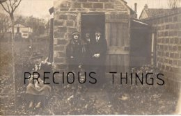MAISONS ALFORT CARTE PHOTO PERSONNES DANS UN JARDIN. UNE AVEC UN LAPIN LE 10 NOVEMBRE 1915 - Maisons Alfort