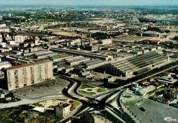 CPSM  LYON   Un Coin De  La Ville Avec La Rue De Debourg ,les Abattoirs Municipaux Et Le Quartier Vu Du Ciel - Lyon 5