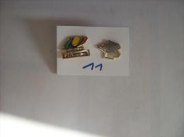 PIN´S - LA POSTE - Lot De 2 Pin's - MORBIHAN  Et L'hexagone La Poste- Voir Photo ( 11 ) - Postes