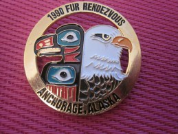 Insigna - Collector Button - Un Aigle - Badge  , Médaille, Insigne Métal émaillé 1980 Fur Rendezvous ANCHORAGE ALASKA - Obj. 'Remember Of'