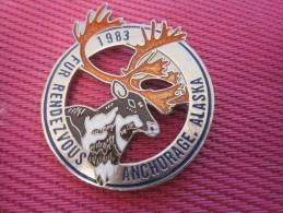 Insigna - Collector Button - Un Renne  - Badge  , Médaille, Insigne Métal émaillé Fur Rendezvous ANCHORAGE ALASKA 1983 - Obj. 'Remember Of'