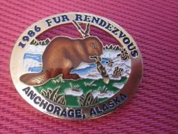 Insigna - Collector Button - Un Castor - Badge  , Médaille, Insigne Métal émaillé Fur Rendezvous ANCHORAGE ALASKA 1986 - Obj. 'Remember Of'