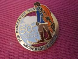 Insigna - Collector Button - Esquimau - Badge  , Médaille, Insigne Métal émaillé Fur Rendezvous ANCHORAGE ALASKA 1985 - Obj. 'Remember Of'