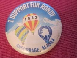 Insigna - Collector Button - Une Loutre Badge,Médaille,insigne Tôle émaillée I Support Fur Rondy ANCHORAGE ALASKA 1983 - Obj. 'Remember Of'
