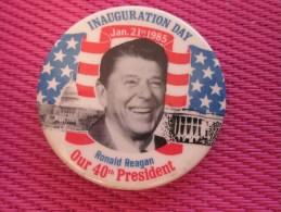 Insigna - Collector Button - Badge,Médaille,insigne Tôle émaillée INAUGURATION DAY Ronald Reagan Our 40é Président 1985 - Obj. 'Remember Of'